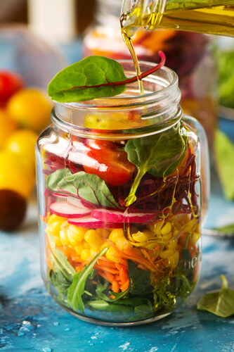 Mason Jar Salad Recipes 16 healthy mason jar salad recipes make the best healthy lunch ideas for the week! Easy layer-by-layer instructions tell you how to make the perfect portable lunch! Make meal prep simple with healthy salad recipes-in a jar! #healthy #lunch #mealprep #salad
