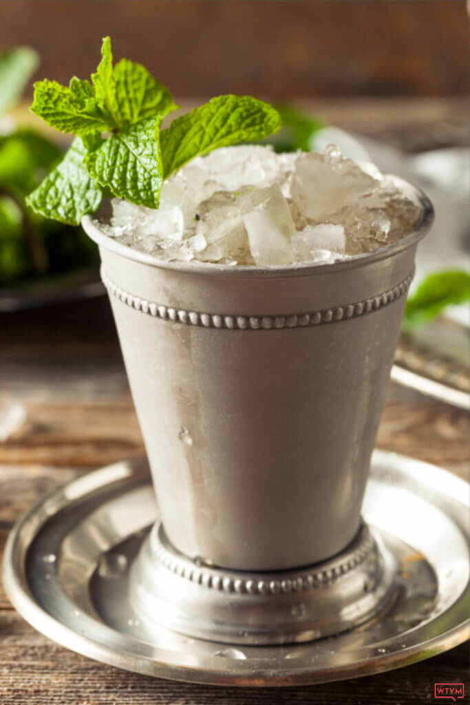 Low Carb Mint Julep Recipe | How to make the best Mint Julep for Kentucky Derby Day or any day! If you're a Mint Julep fan check out this easy recipe & instructions for making the classic Mint Julep & the skinny low carb version. You're only 3 ingredients and 3 steps away from the perfect Mint Julep recipe! No hassle, no fuss, bourbon keto cocktail! Perfect for Summer!