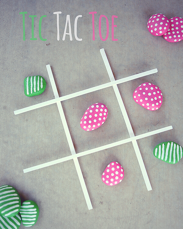 33 DIY Backyard Games! Looking for easy DIY backyard games for kids, adults & teens to enjoy? These homemade backyard games are perfect for outdoor parties or entertaining kids this summer! We're talking horseshoes, giant Jenga, giant dominoes, giant tic tac toe, cornhole, glow stick fun, connect four, hula hoop ring toss & a chalkboard to keep score! Don't miss these DIY backyard games! #diygames #backyardgames #yardgames