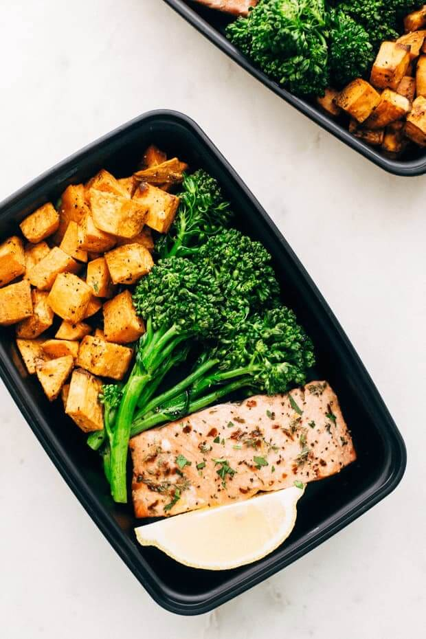 I'm always looking for clean eating recipes that help me lose weight and stay on budget! These healthy meal prep tips and recipes do both! Genius! Love this roasted salmon recipe from Little Spice Jar! #healthyrecipes #cleaneating #healthy #mealprep